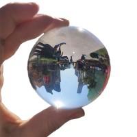 En glaskula med sammetpåse till riktigt bra pris! Med detta glasklot kommer dina foton få en riktigt häftig effekt och ditt Instagramkonto kommer se häftigare ut än någonsin tidigare!