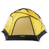 Naturehike Cloud Burst Shelter Dome -kupoliteltta on iso ja sinne mahtuu helposti nukkumaan 4 ihmistä. 2.13m korkeassa teltassa ei siis tule ahdasta!