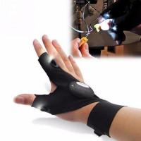 LED-kynsikkäät ovat yllättävän kätevä ja testattu ratkaisu tilanteisiin, jossa molemmat kädet ovat jo käytössä, mutta valoa on tarjolla liian vähän tarkkuustöihin