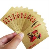 Guldfärgad kortlek 52 kort + 2 jokrar. En rolig gåva till till den pokerintresserade personen.