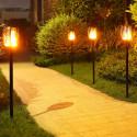 Flammande trädgårdslampa med solcell