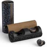 Täysin langattomat PaMu Scroll Plus kuulokkeet Bluetooth 5.0 tekniikalla ja latautuvat kätevästi langattomalla laturilla. Kuulokkeissa on bassorikas ääni.