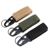 Spänne med rem perfekt till att låsa fast saker i ditt bälte eller ryggsäck. Perfekt för att låsa fast verktyg eller andra tillbehör på ett säkert sätt.