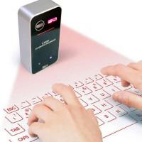 Bluetooth Laser näppäimistö tekee pöydän pinnasta näppäimistön! Laite heijastaa näppäimistön mille tahansa pinnalle, jopa lasille.