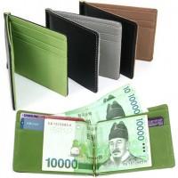 Lompakko seteliklipsillä. Todella näppärä ja pieni lompakko on kätevä käyttää. Lompakko on pienikokoinen, joten ei se pullota pahasti taskusta (riippuu setelien määrästä ;).