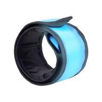 Tiesitkö, että autoilija huomaapimeässä heijastinta pitävänhenkilön jopa 80 % kauempaa? Tämä ranteeseen tai nilkkaan kiinnitettävä Fläpsi LED-rannevalo on halpa henkivakuutus ja auttaa sinua näkymään aina pimeällä ulkoillessa. Helppo heijastimista tuttu kiinnitys ja pitkä akkukesto.