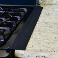 Lieden ja tason väliin asetettava liesilista on kätevä sillä se säästää sinua tämän ikävän raon siivoukselta. Myös sisustuksellisesti silikoninen liesilista tekee keittiöstäsi siistin näköisen.