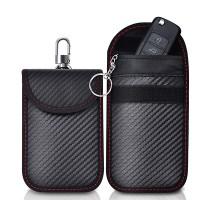 Ett RFID-skyddat bilnyckelfodral förhindrar att din elektroniska nyckel skannas när dom ligger i fickan.