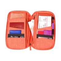 Matkajärjestelijän avulla pidät passin, pankkikortin ja kaikki muut tärkeät matkustusasiakirjat järjestyksessä.
