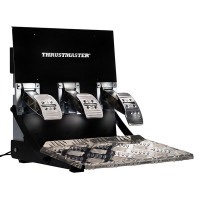 Thrustmaster T3PA Pro polkimet tarjoavat GT- ja F1-tyyliset pelikokemukset. Helposti mukautuvien polkimien ansiosta ajokokemuksesi on vailla vertaa!