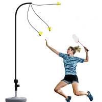 Sulkapalloharjoitteluvarren avulla voit harjoitella tähtäystä ja nopeutta ilman verkkoa ja ilman että tarvitsee lähteä omaa takapihaa kauemmaksi.
