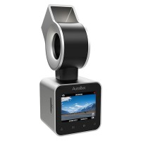 """AutoBot G -autokamera on pienikokoinen ja siro liikennekamera, joka sulautuu auton tuulilasiin huomaamattomasti. Sen 142-asteinen kamera isolla f/1.8 aukolla takaavat sujuvan tallennuksen niin päiväsaikaan kuin yön hämärässä. 1,5"""" näytöltä voit katsella kätevästi videoita jo kamerassa ennen kuin siirrät ne talteen."""