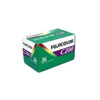 Pölyttyykö kaapissasi vanha filmikamera? Nyt voit napata sen uudestaan käyttöön Fujifilmin 35mm filmirullalla!