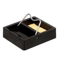 Lödkolvshållaren håller lödkolven effektivt och säkert på plats under uppvärmning eller när den inte används.