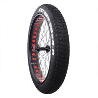 X-TREME fatbiken eturengas on täydellinen ja lakuperäinen varaosa jokaiseen 26 tuumaisilla vanteilla varustettuun fatbike-pyörään. CST rengas ja X-TREME vanne.