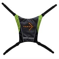 Med detta starka LED-ljus fäst på ryggsäcken ökar du din synlighet i mörker. Markera också om du ska svänga på fjärrkontrollen så att trafikanter bakom dig ser.