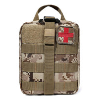Den taktiska väskan för första hjälpen 3L är ett utmärkt tillbehör för exempelvis vandringen eller jakten. Den kamouflagemönstrade väskan är både snygg och praktisk att packa.