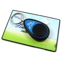 Larmet har en nyckelring och placeras i nyckelknippan. Fjärrkontrollen är ungefär lika stor som ett kreditkort och kan förvaras i plånboken.