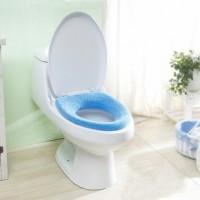 En mjuk dyna att fästa enkelt på toastolen.