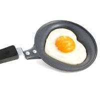 Sydänmunakaspannulla teet sydämen muotoisia munakkaita ja lettuja!