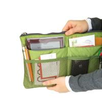 Ovatko kännykkäsi, kalenterisi ja kynäsi laukussa sikin sokin? Oletko aina pulassa kun haluat vaihtaa toisen laukun käyttöön! Ongelmasi ratkaisee helposti laukun järjestelijä!