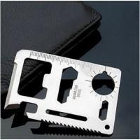 Monikäyttöinen kortin mallinen työkalu on hyvä varuste retkeilijälle. Siinä on terä, avaaja, saha, kello, mitta ja se on vain luottokortin kokoinen!